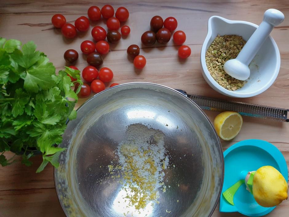 Tagliatelle mit Sauce aus Tomaten und Pistazien