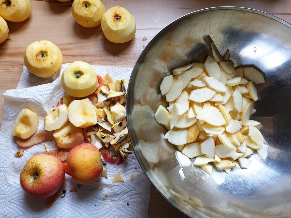 Apfelstrudel mit selbstgemachtem Teig