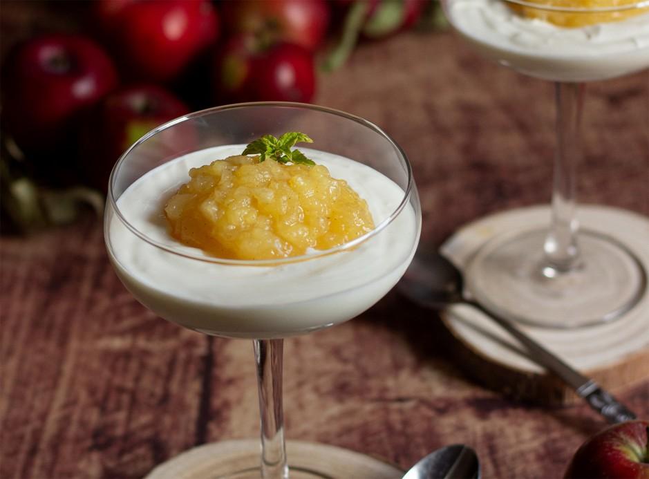 Topfencreme mit Apfel-Weißwein-Ragout