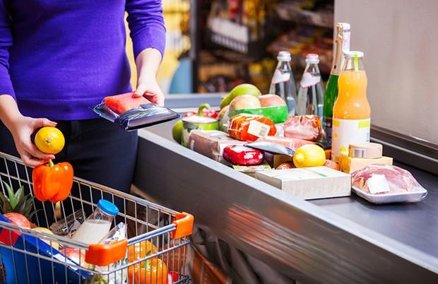 Der Hunger macht oft den Einkaufswagen mit unnötigen Produkten voll.