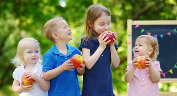 Kindergarten-Kinder Ernährung