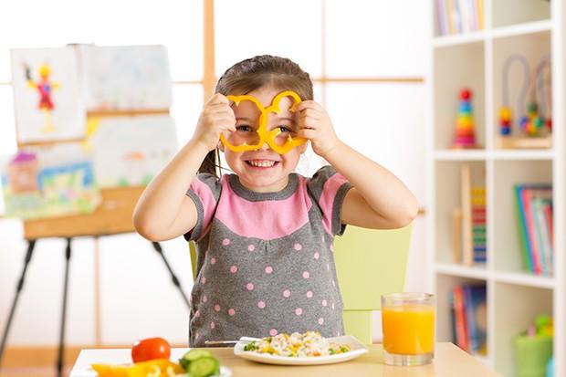 Essen sollte natürlich auch Spaß machen, daher sollte man den Kindern auch Freiheiten lassen.