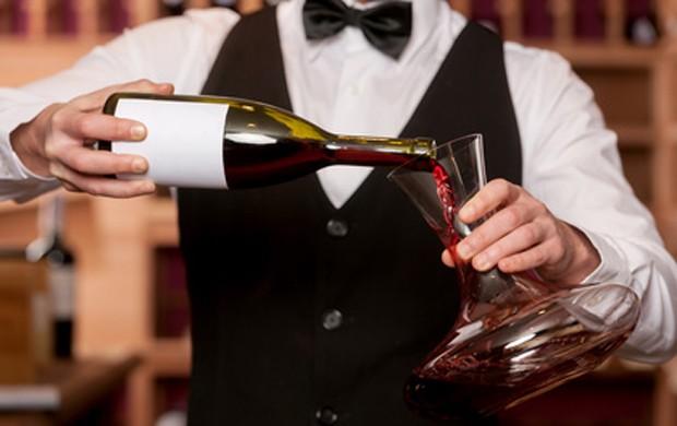Wein richtig dekantieren und degustieren