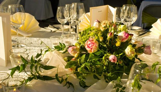 Tischdekoration goldene Hochzeit