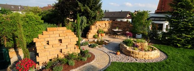 Garten mit Kräuterschnecke