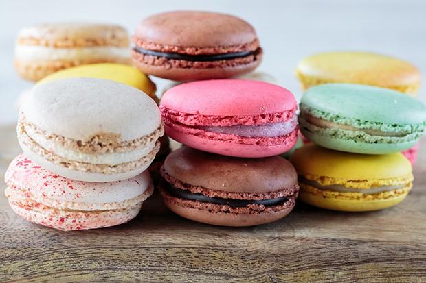Frankreich ist aber auch für seine köstlichen Süßspeisen und Macarons bekannt.