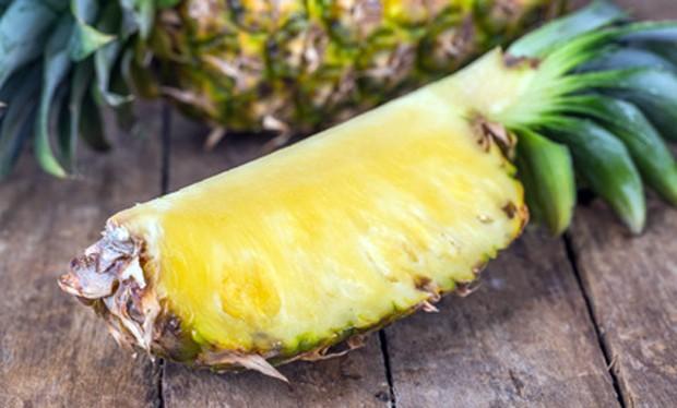 Ananas geschnitten