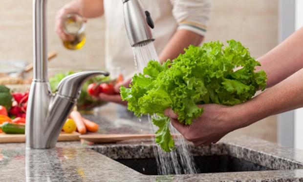 Blattsalate waschen