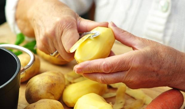 Bratkartoffeln schneiden