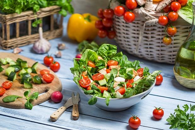 Vor allem frisches Gemüse ist bei einer Low-Carb Diät ein wichtiger Bestandteil.