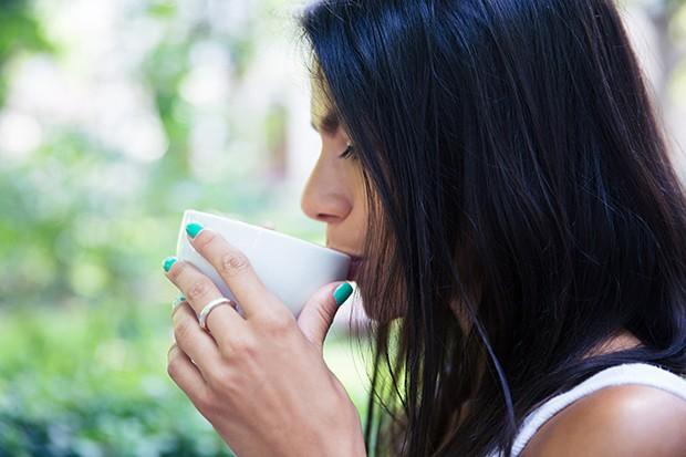 Nur ungezuckerter Tee oder Wasser dürfen bei einer Nulldiät zu sich genommen werden.