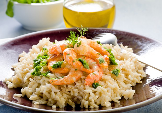 Reis soll vor allem mit fettarmen Lebensmitteln wie Fisch oder Meeresfrüchte kombiniert werden.