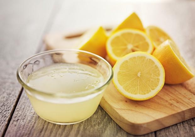 Kilos purzeln mit Zitronensaft