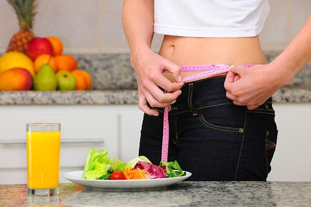 Nur durch eine Ernährungsumstellung in Kombination mit Bewegung und Sport ist ein gesundes Abnehmen möglich.