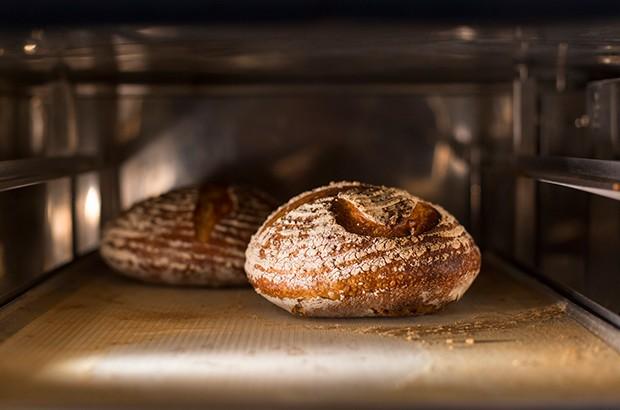 Für das Brotbacken benötigt man keinen teuren Brotbackautomaten.