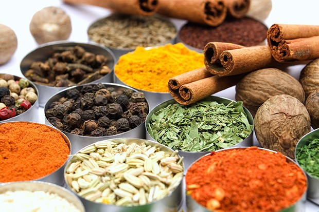 Egal ob Pfeffer, Muskat, Curcuma oder Oregano – beim Brotgewürz kann man experimentieren.