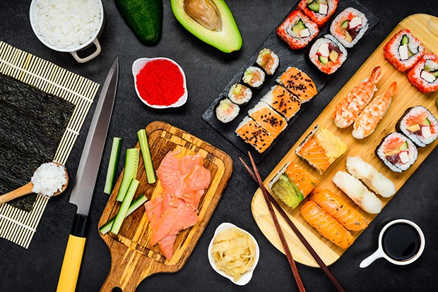 Mit ein paar Zutaten und Grundbegriffen sollte man bei Sushi Machen vertraut sein.