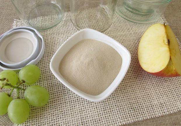 Ein halber Teelöffel Agar Agar ist etwa so wirksam wie vier Blatt Gelatine.