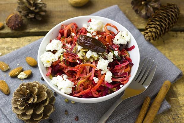 Ein perfekter Salat mit schmackhaften Wurzelgemüse ist der ideale Vitaminlieferant im Winter.