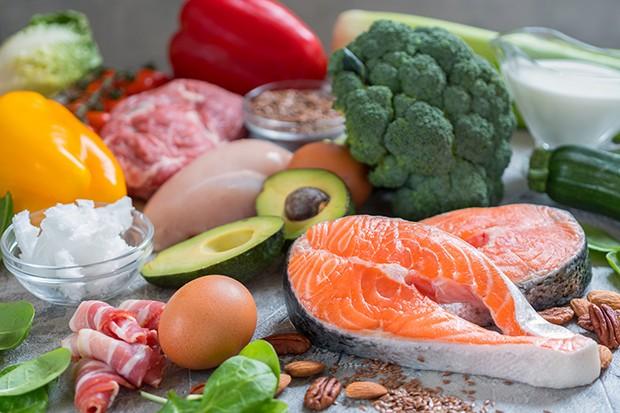 Kein Hungern, wenig Kohlehydrate und viel gesunde Fette und Proteine - so funktioniert die Diät.