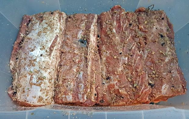 Das Fleisch bleibt für 3 Wochen in der Trocken-Sur.