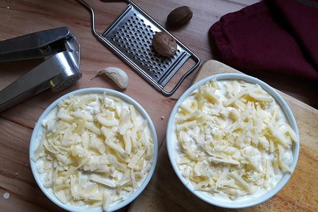 Mit genügend Käse geht es dann ab für 50 Minuten in den Backofen.