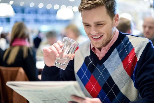 Glas Wasser im Restaurant