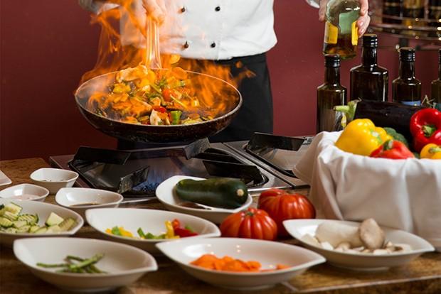 Küchenchef Reinhard Puchmayer verwöhnt seine Gäste mit regionalen, saisonalen und biologischen Produkten.