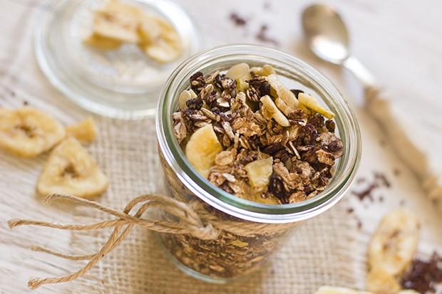Das Frühstücks-Banana-Split schmeckt knusprig und fruchtig zugleich.