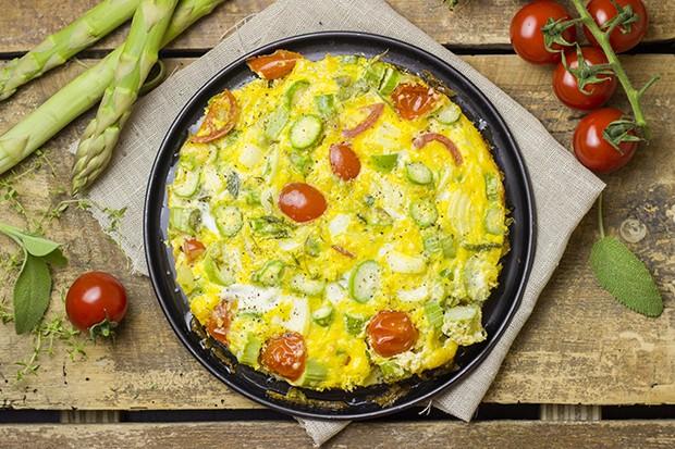Ein köstliches Omelette mit saisonalen Spargel – da schlägt das Herz schneller und Italien lässt grüßen.