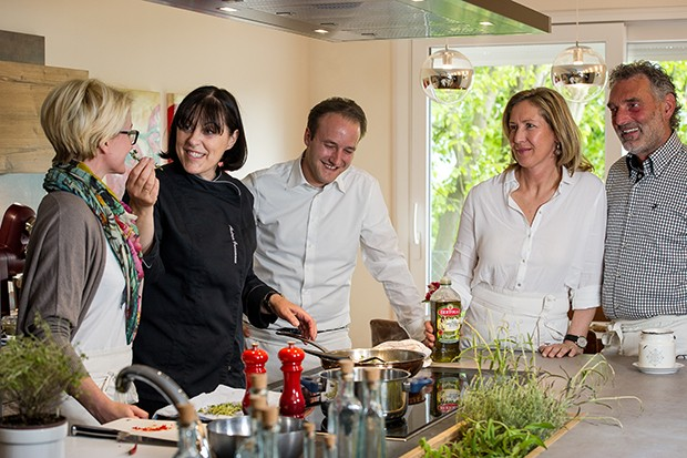 Im hoteleignen Küchenatelier von Andrea Grossmann wird nicht gekocht sondern Speisen kreiert.