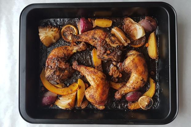 One-Tray-Oven mit Huhn und Gemüse