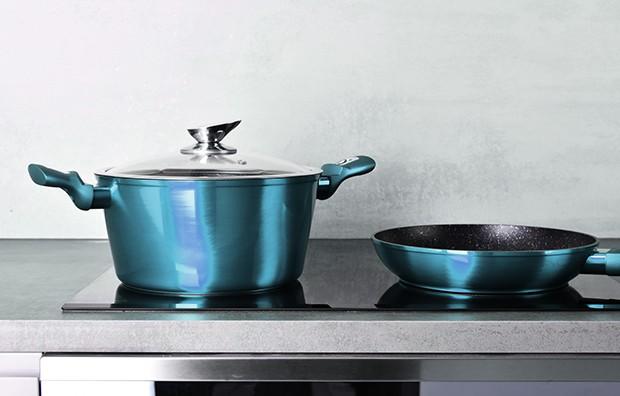 Zum Kochen mit Induktion benötigt man auch spezielle, ferromagnetische Kochtöpfe.