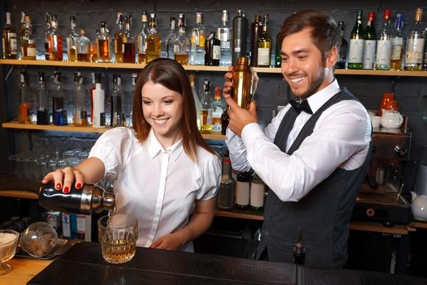 Ein Breitgefächerter Job ist der Barkeeper allemal.