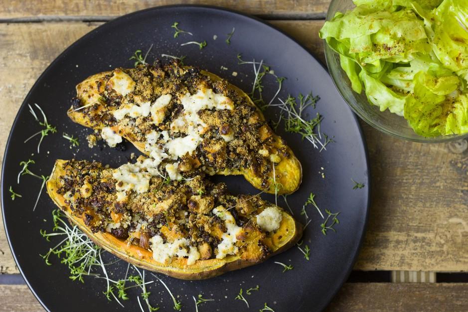 Süßkartoffel aus dem Ofen mit Quinoa-Füllung
