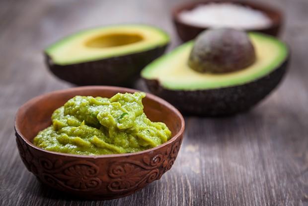 Das wohl bekannteste Gericht aus Avocado ist die aus Mexiko stammende Guacamole.