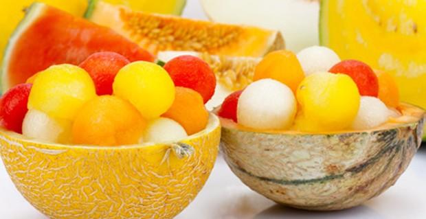 Melonenbällchen in Melonenschalen