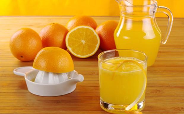 Orangensaft pressen