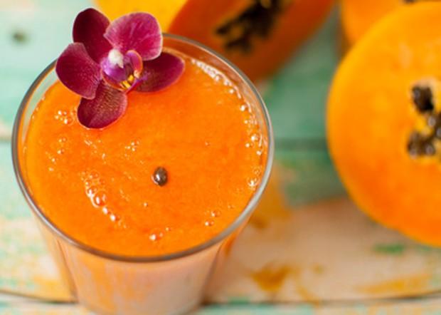 Papaya zum Smoothie verarbeitet