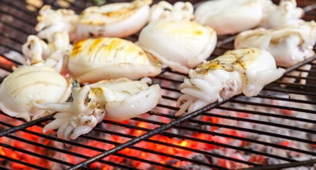 Tintenfisch grillen
