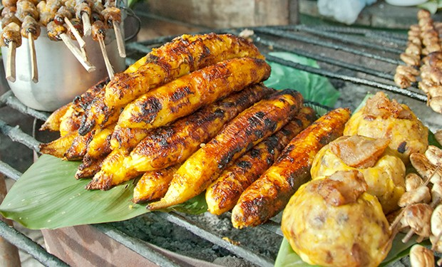 Ein Nationalgericht aus Peru sind gegrillte Bananen.