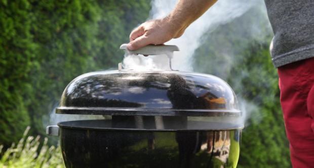 Auch mit einem Kugelgrill kann das BBQ Grillen richtig Spaß mache.