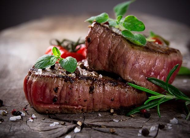 Das edelste Stück vom Rind und noch dazu das teuerste Fleisch ist das Rinderfilet. Es enthält kaum Fett, ist sehr zart und nur leicht marmoriert.