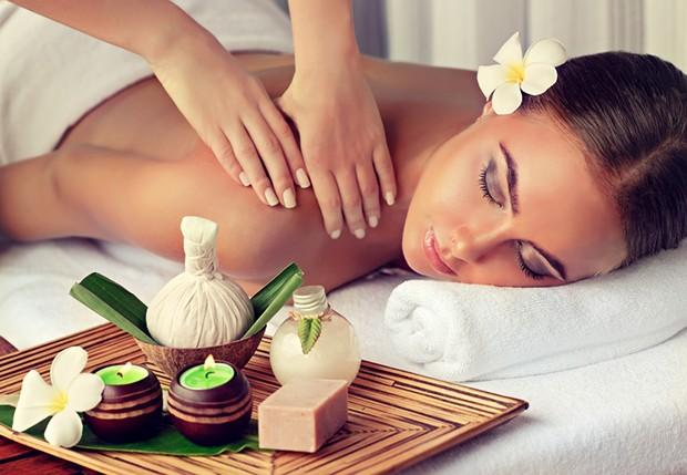 Ein wichtiger Punkt bei der Ayurveda Ernährungslehre sind auch Massagen.