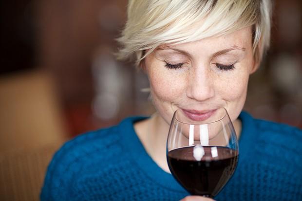 Einfach den Wein trinken der einem persönlich schmeckt ohne viele Regeln zu beachten.