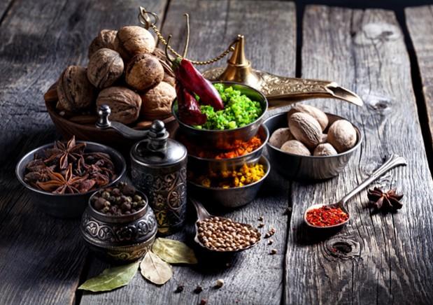 Scharfe Gewürze und viel Rohkost sind bei dieser Ernährungsumstellung ein wichtiger Bestandteil.