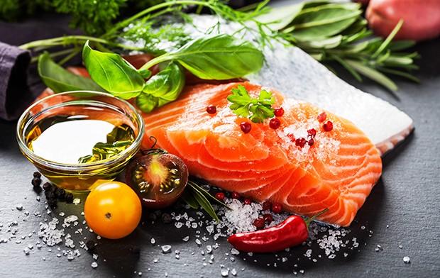 Anstelle von Schweine- oder Rindfleisch sollte man bei der Kreta Diät mehr Fisch essen.