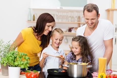 familienprojekt-gemeinsam-kochen-und-backen.jpg