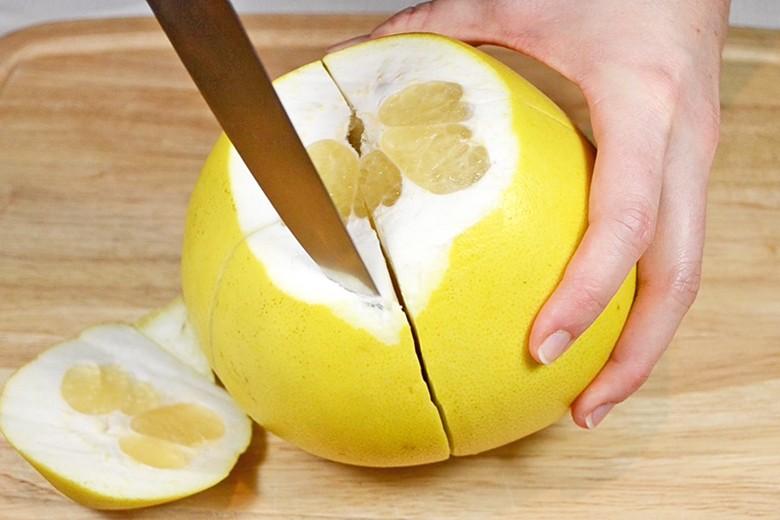 pomelo-schaelen-aufschneiden.jpg