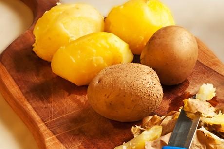 schaeltrick-fuer-gekochte-kartoffeln.jpg